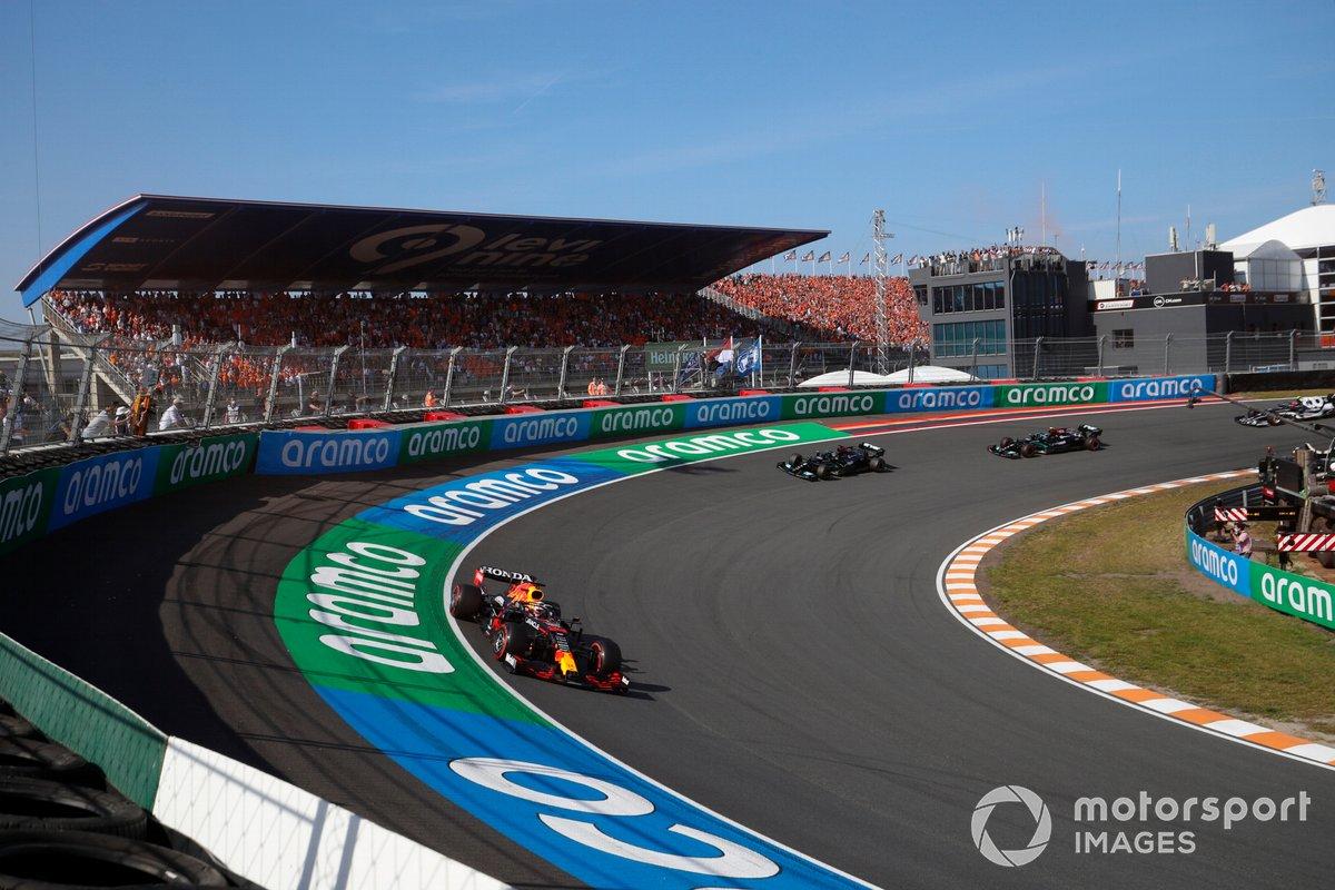 Max Verstappen, Red Bull Racing RB16B, Lewis Hamilton, Mercedes W12, Valtteri Bottas, Mercedes W12