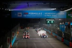 Start der Formel E 2021 in London: Alex Lynn, Mahindra Racing, M7Electro, führt