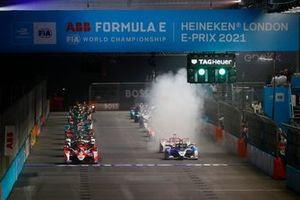 Alexander Sims, Mahindra Racing, M7Electro, Jake Dennis, BMW i Andretti Motorsport, BMW iFE.21, lead the field away at the start
