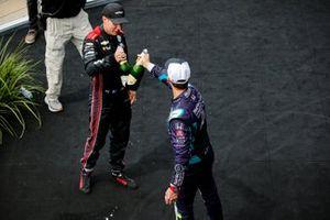 Podio: ganador Will Power, Team Penske Chevrolet, segundo lugar Romain Grosjean, Dale Coyne Racing with RWR Honda