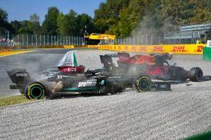Lewis Hamilton, Mercedes W12, Max Verstappen, Red Bull Racing RB16B, crashen in Monza