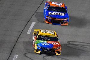 Kyle Busch, Joe Gibbs Racing, Toyota Camry M&M's, Ricky Stenhouse Jr., JTG Daugherty Racing, Chevrolet Camaro NOS Energy Drink