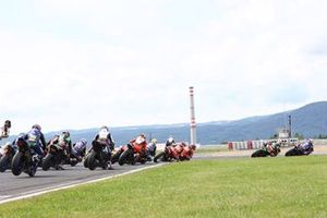 Toprak Razgatlioglu, PATA Yamaha WorldSBK Team, Jonathan Rea, Kawasaki Racing Team WorldSBK lead at the start