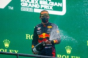 Max Verstappen, Red Bull Racing, 1e plaats, op het podium