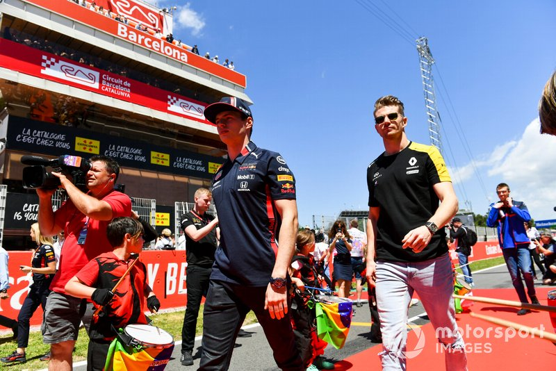 Max Verstappen, Red Bull Racing, and Nico Hulkenberg, Renault F1 Team, at the drivers parade