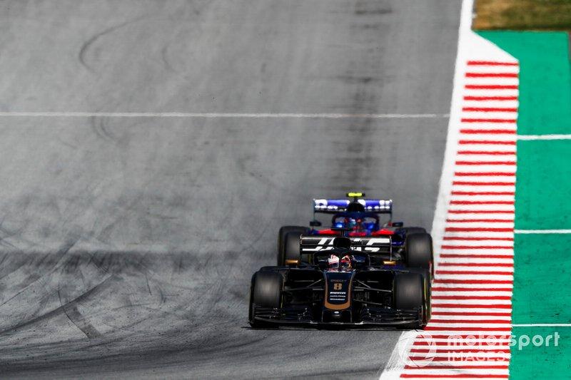 Romain Grosjean, Haas F1 Team VF-19, Alexander Albon, Toro Rosso STR14