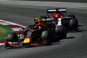 Pierre Gasly, Red Bull Racing RB15, devant Kimi Raikkonen, Alfa Romeo Racing C38