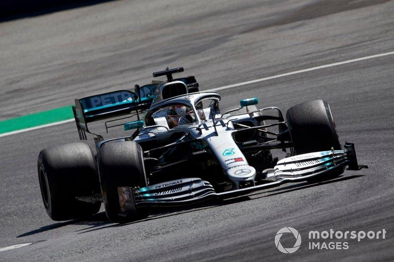 4. Льюис Хэмилтон (Mercedes) – 1:03,262 (гонщик получил штраф в 3 позиции за блокировку соперника в первом сегменте квалификации)