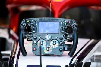 Il volante di una Alfa Romeo Racing C38