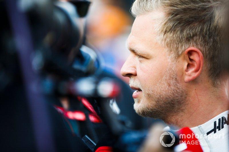 Kevin Magnussen, Haas F1, viene intervistato dopo le Qualifiche