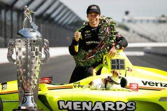 Simon Pagenaud, Team Penske Chevrolet con su perro Norman