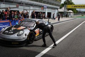 Yarış galibi GTE #77 Dempsey-Proton Racing Porsche 911 RSR: Christian Ried, Riccardo Pera, Matteo Cairoli