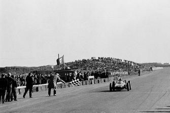 Winner Graham Hill, BRM P57