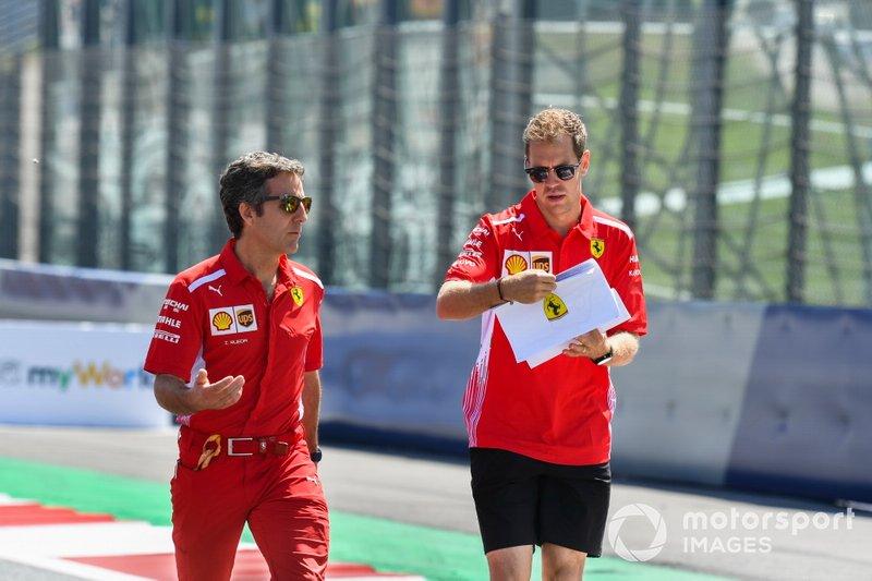 Sebastian Vettel, Ferrari fait un trackwalk avec son équipe