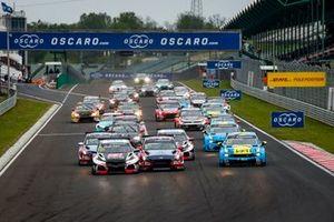Salida de la carrera 3 del WTCR en Hungría