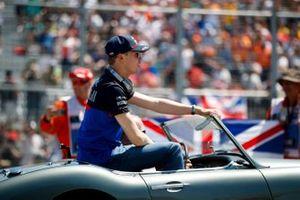 Daniil Kvyat, Toro Rosso, in the drivers parade