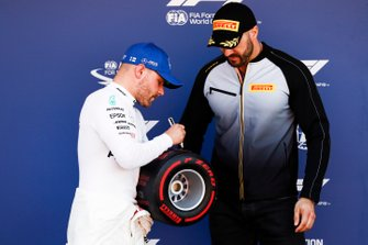 WWE wrestler Cesaro presents Valtteri Bottas, Mercedes AMG F1, with his Pirelli Pole Position award