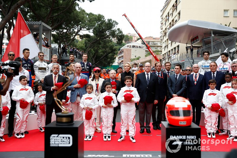 Chase Carey, CEO, Formula 1, Princess Charlene, Prince Albert II, Jean Todt, Başkan, FIA ve eşi Michelle Yeohte to the late Niki Lauda