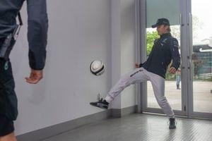 Nico Rosberg, del equipo Mercedes F1, jugó al futbol antes de la práctica del sábado