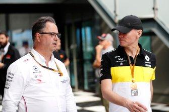 Ron Meadows, directeur sportif Mercedes AMG et Alan Permane, directeur sportif Renault Sport F1 Team