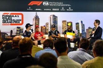 Nicholas Latifi, Williams Racing, Sebastian Vettel, Ferrari, Lewis Hamilton, Mercedes-AMG Petronas F1, et Daniel Ricciardo, Renault F1 lors de la conférence de presse