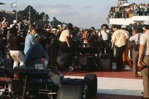 Emerson Fittipaldi, Lotus 72D Ford, ganador, y François Cevert, Tyrrell 006 Ford, 2ª posición, llegan a parc ferme