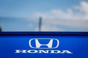 Scott Dixon, Chip Ganassi Racing Honda, pit box