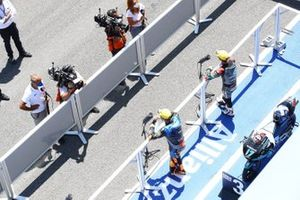 John McPhee, SIC Racing Team, Andrea Migno, Sky Racing Team VR46 in parc ferme