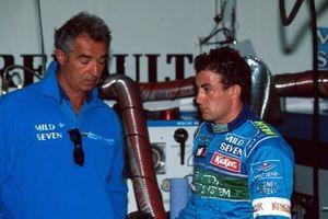 Flavio Briatore, jefe de equipo de Benetton F1 y Jean Alesi, Benetton