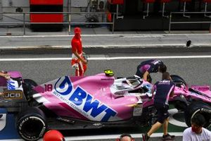 Mick Schumacher, Prema Racing regarde la monoplace de Lance Stroll, Racing Point RP20