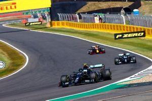 Valtteri Bottas, Mercedes F1 W11, Lewis Hamilton, Mercedes F1 W11, et Max Verstappen, Red Bull Racing RB16