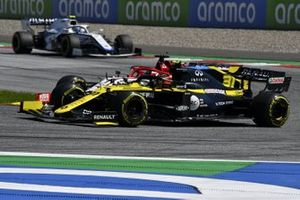 Esteban Ocon, Renault F1 Team R.S.20, battles with Kimi Raikkonen, Alfa Romeo Racing C39