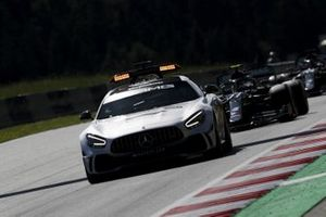 The Safety Car precede Valtteri Bottas, Mercedes F1 W11 EQ Performance