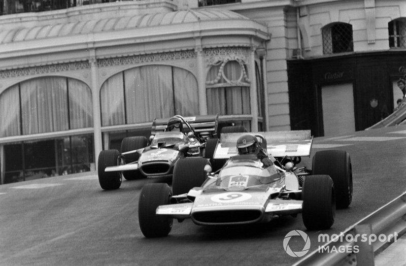 Henri Pescarolo, Matra MS120 leads Jochen Rindt, Lotus 49C Ford