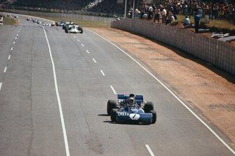 Jackie Stewart, Tyrrell 003 Ford, leads Denny Hulme, McLaren