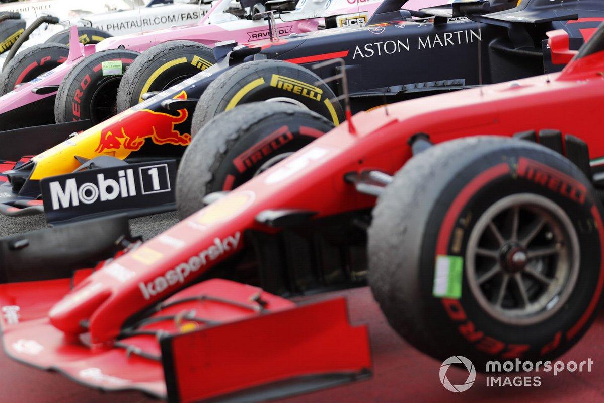 Los monoplazas alineados en Parc Ferme después de la carrera