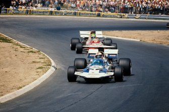 Rolf Stommelen, Surtees TS9 Ford, Henri Pescarolo, March 711 Ford