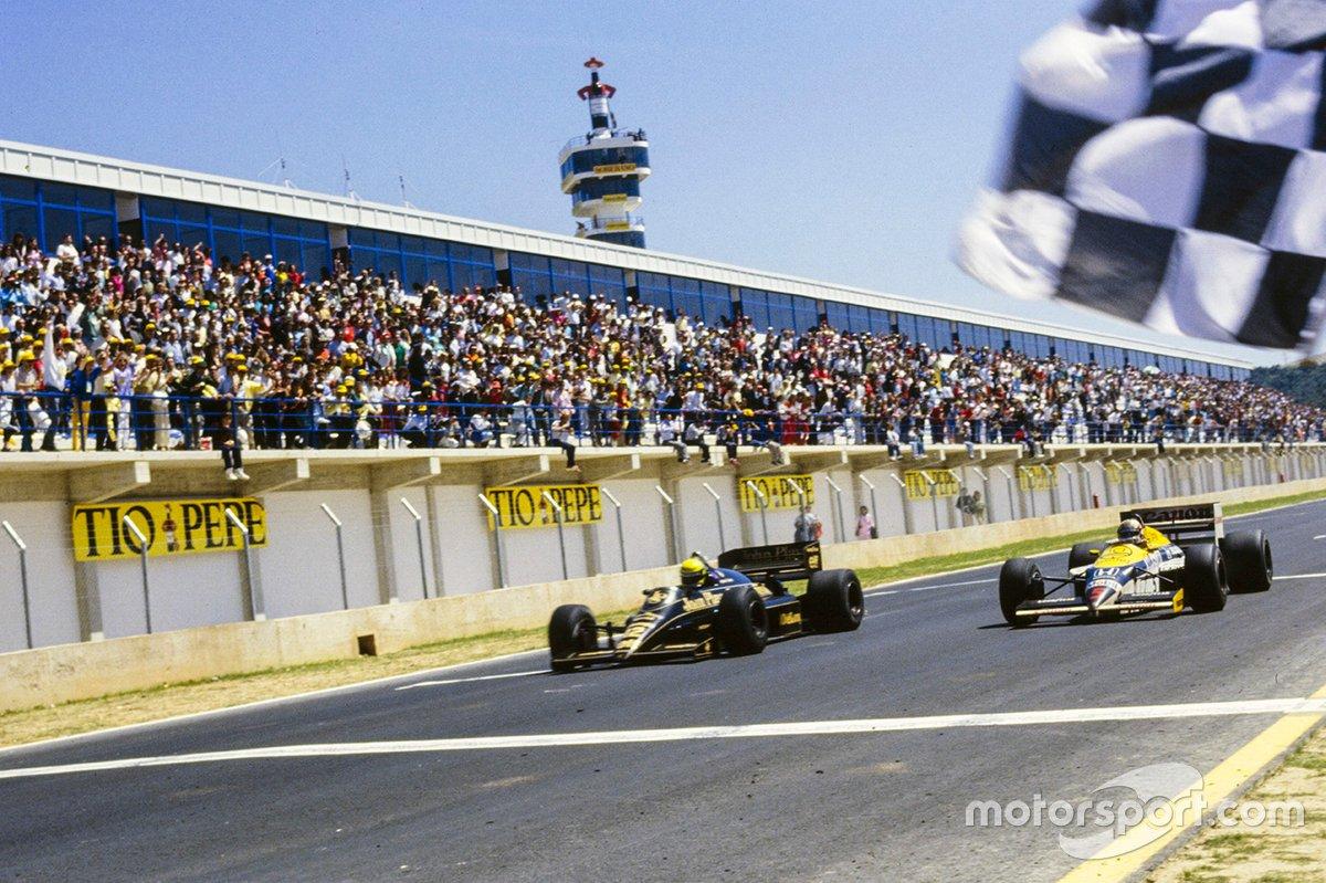 Ayrton Senna, Lotus Renault taglia il traguardo e vince la gara con 0.014s di vantaggio da Nigel Mansell, Williams FW11, GP di Spagna del 1986