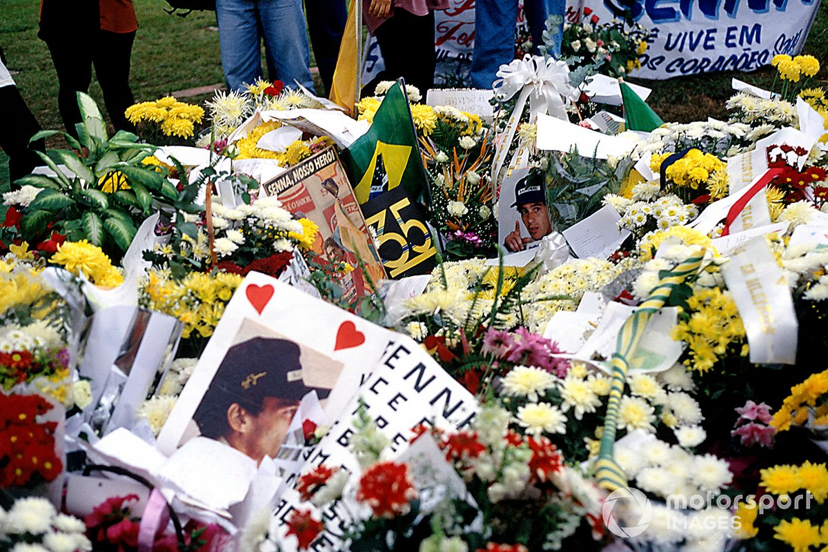 Los fans rinden homenaje a Ayrton Senna