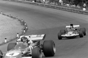 Jacky Ickx, Ferrari 312B2, Rolf Stommelen, Surtees TS9 Ford