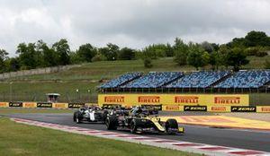 Daniel Ricciardo, Renault F1 Team R.S.20 and Esteban Ocon, Renault F1 Team R.S.20