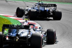 Nicholas Latifi, Williams FW43, leads Valtteri Bottas, Mercedes F1 W11 EQ Performance