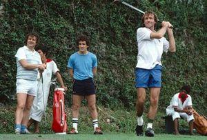 Jacques Lafitte, Williams juega al golf con su compañero Alain Prost, McLaren