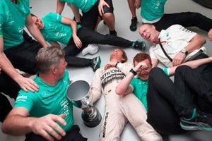 Nico Rosberg, Mercedes AMG F1 and the Mercedes team celebrate victory