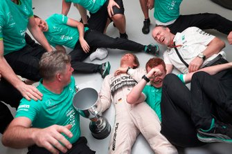 Nico Rosberg, Mercedes AMG F1 and the Mercedes team celebrate victory