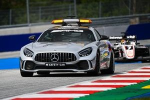 The safety car leads Theo Pourchaire, ART Grand Prix