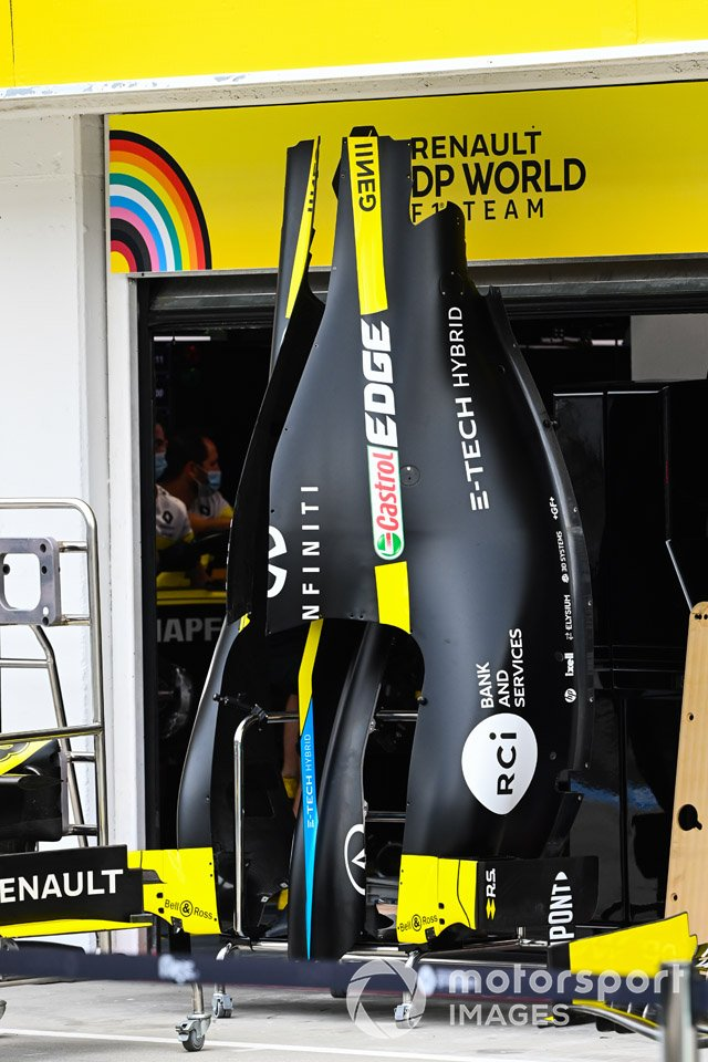 A Renault F1 Team R.S.20 engine cover in the pit lane