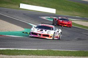 #93 Ferrari 488 Challenge, HR Owen: Chris Froggatt
