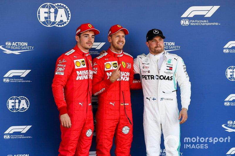 Segundo Charles Leclerc, Ferrari, ganador de la pole Sebastian Vettel, Ferrari y tercero Valtteri Bottas, Mercedes AMG F1