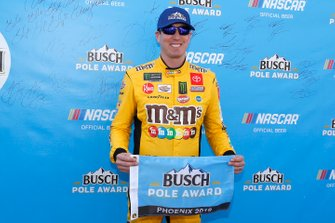 Pole Award winner Kyle Busch, Joe Gibbs Racing, Toyota Camry M&M's